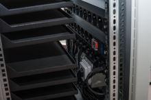 BSregál pro 30 tabletů, 30x230V, Wi-Fi, přídavná kolečka